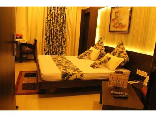 Vista Rooms at Sangam Talkies Road