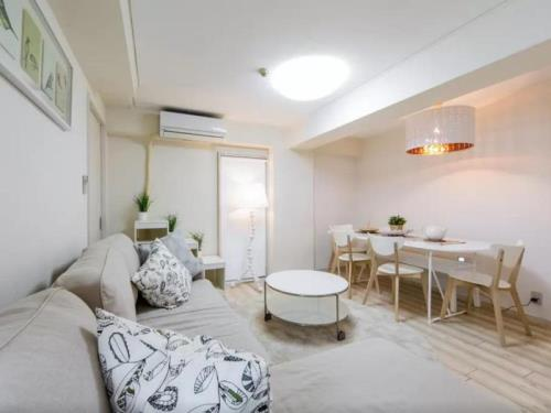 New Chateau Spacious Apartment in Namba
