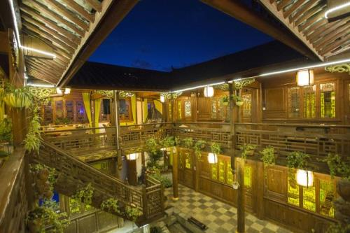 Lijiang Flower and Horse Hotel