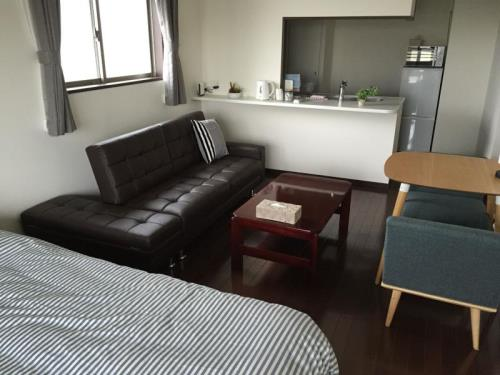 Luxe Apartment in Nishijin 1