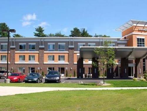 Cambria hotel and suites Traverse City