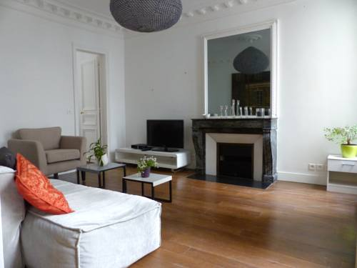 Quiet & Very Central 2 BR Flat
