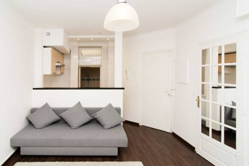 Cosy Neuilly Apartment