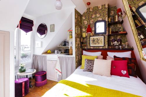 Tiny cosy nest in Pigalle