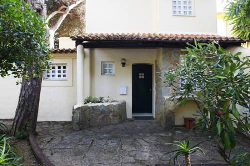 Cozy Golf Villa in Cascais