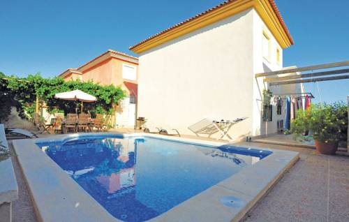 (Holiday home C/ De La Camamil 16, casa)