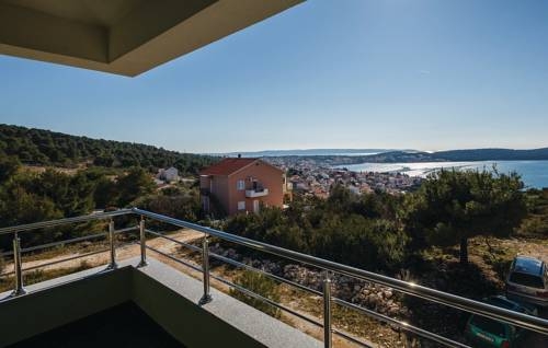 Two-Bedroom Apartment Saldun with Sea View 08