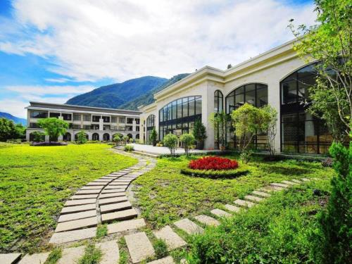 Tai-Yi Red Maple Resort