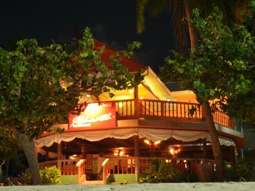 Yellow Rehendhi Inn at Maafushi