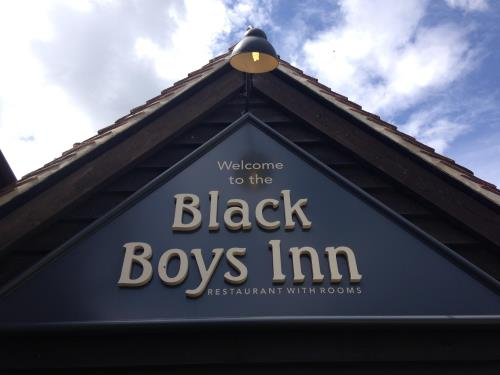 黑孩子旅馆 (The Black Boys Inn)