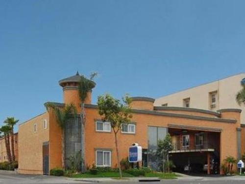 Rodeway Inn And Suites Anaheim By The Convention Center