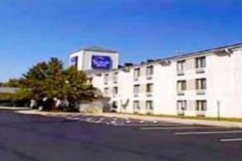 Econo Lodge Inn and Suites Raleigh North