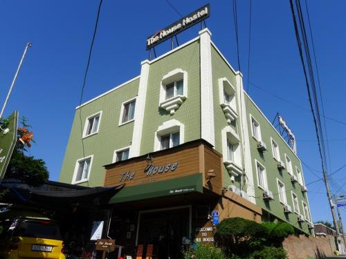 The House Hostel Sokcho